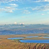 Момская долина, вид на горный массив с пиком Победы, Хонуу