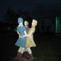 Памятник женщинам города Томари, чьи мужчины как всегда на вахте..., Томари