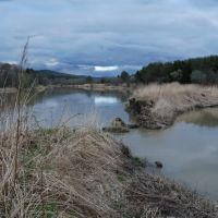 Японская ЖД насыпь разделяющая новое русло реки со старым. Japanese railroad track., Углегорск