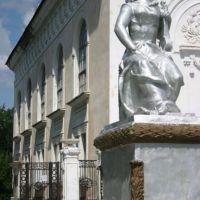 Скульптура возле ДК, Асбест
