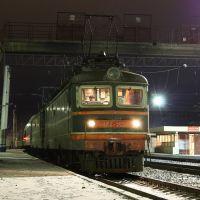 Электровоз ЧС2-563 на станции Нижний Тагил, Свердловская ЖД. Фото сделано 27.10.2011, время 5:45, Нижний Тагил