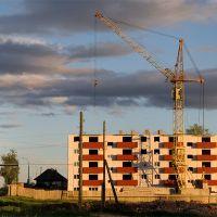 Строящийся многоэтажный дом. Североуральск. Свердловская область, Североуральск