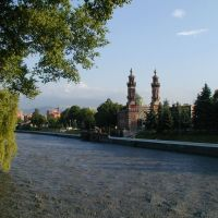 The river Terek in the center of Vladikavkaz, a kind on a mosque, Владикавказ