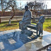 Гагарин. Памятник маме Юрия Гагарина Анне Тимофеевне, Гагарин