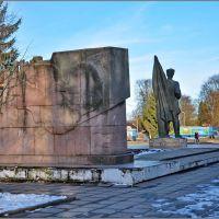Гагарин. Памятник бакинскому комиссару Ф.Солнцеву (вид из парка), Гагарин