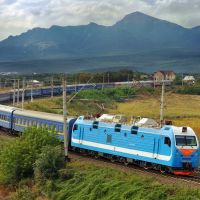 Electric locomotive EP1P-034 with passenger train/ Электровоз ЭП1П-034 с пассажирским поездом, 04/09/2011, Домбай