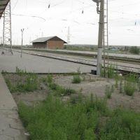 Панорама. Курсавка. Вокзал, скамеечки на пероне, левее старая нерабочая водная колонка., Курсавка