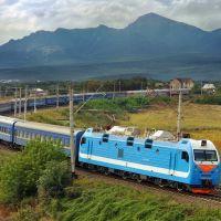 Electric locomotive EP1P-034 with passenger train/ Электровоз ЭП1П-034 с пассажирским поездом, 04/09/2011, Теберда