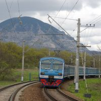 EMU-train ED9M-0157 and mountain Zmeika, Усть-Джегута