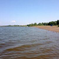Пляж на Каме (вода теплая)))) на заднем плане разрушенный мост (рельеф был другой). РТ, Алексеевское. Июнь 2013, Алексеевское
