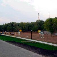 """Вид на спорт площадку в парке """"Кармалка"""", Заинск"""