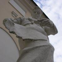 Дворец культыуры. Скульптура рабочего., Алексин