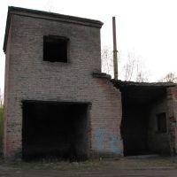 Старая котельная. Сзади видна труба новой, газовой котельной., Бегичевский