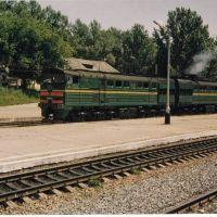 Тепловоз 2ТЭ10У-0159 с грузовым составом, ст.Узловая-1, Тульская область. 16 июля 2003 года, Узловая