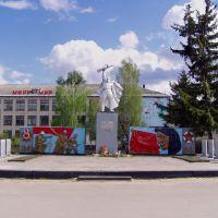 Памятник воинам ВОВ, средняя школа, Базарный Сызган