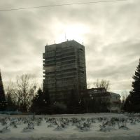 17-этажка. Вид через площщадь перед Администрацией., Аксай