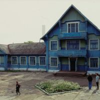 Train station building Volochaevka-II in August 1993: True blue, Волочаевка Вторая