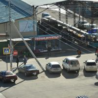 Obluchye (2012-10) - Local market and taxi stand, Облучье