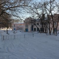 Obluchye (2013-02) - Train station in winter from street side, Облучье
