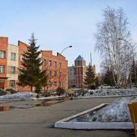 Школа, а за ней здание полиции, Копейск