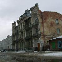 Здание гостиницы. По всему видно, что с привидениями. Хотя это даже по приколу. Я бы пообщался с ними :)), Троицк