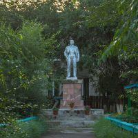 Забайкальский край.пгт.Агинское.Памятник В.И.Ленину на территории детского сада, Агинское