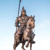 Забайкальский край.пгт.Агинское.Скульптура Бабжа Барас Баатар, Агинское