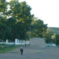 Вид на площадь перед школой № 2, Кличка
