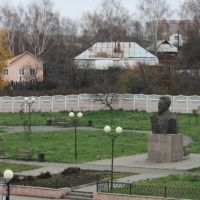 Памятник М.И.Калинину напротив ж/д вокзала, Алатырь