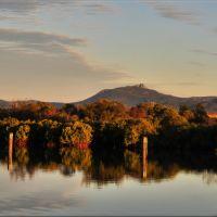 Reflections on Auckland creek Gladstone., Гладстон