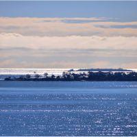 Rat Island (far center) from lookout, Гладстон