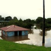 Partially submerged toilet block (flood, Jan 08), Лисмор