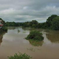 Rising  flood water. 26th Jan 2012, Лисмор