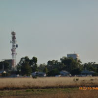 Nyngan - Telstra Tower & Water Reservoir viewed from the Airport - 2014-01-16, Оранж