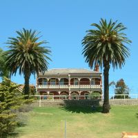 Palm Shrouded Victorian Manor, Гилонг