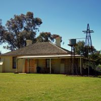 Melton's oldest homestead, built in the 1850's @ The Willows Historical Park (2010). It was listed by the National Trust in 1975, Мелтон