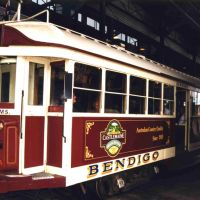 Bendigo Talking Tram - 1998. The tram trundles along a track through the main streets of Bendigo with a pre-recorded commentary on the passing sites, Бендиго