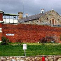 Bendigo Gaol (2004). This medium security prison was opened in 1863. A major refurbishment which included sewering each cell was undertaken in 1993-94. It was officially closed on 5 January 2006, Бендиго
