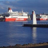 2 spirit of Tasmania ships in dock with dark rain clouds behind, Девонпорт