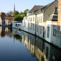 Panorámica del canal desde Langestraat. Brujas., Брюгге