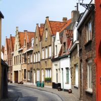 a narrow street, in Peperstraat, Bruges, Belgium -the whole city of Bruges is a UNESCO Heritage site 2000, Брюгге