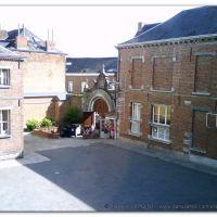 Vue intérieure de la porte de l'Académie de Musique de Mons – Rue des Cinq Visages., Монс