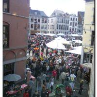 MONS – dimanche 30 mai 2010, après midi : Grand Place après le Combat « dit » Lumeçon. Doudou., Монс