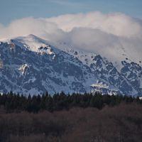 Balkan massif Triglav - peaks Malak Kademlia and Pirgos in clouds, Михайловград