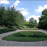 Park in front of the Tomb / Парка пред гробницата, Казанлак