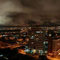 Vista panorâmica noturna de Vitória da Conquista, Bahia, Brasil, Виториа-да-Конкиста