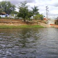 Rio Corrente em Sta Maria da Vitória, Санта-Мария
