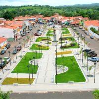 Vista frontal da Praça São Francisco de Assis, Кахиас