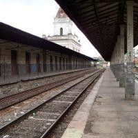 Plataforma deserta e abandonada de Estação Ferroviária de Barbacena, Барбасена