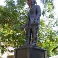 Estátua de Teófilo Otoni (Praça Tiradentes), Теофилу-Отони